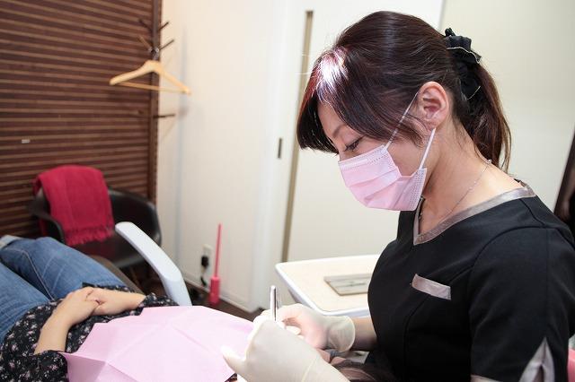 認定試験に合格した歯科衛生士が施術を担当